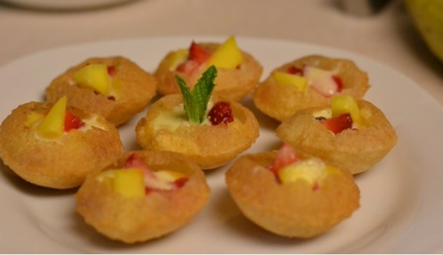Golgappa chat with vegetables and fruits