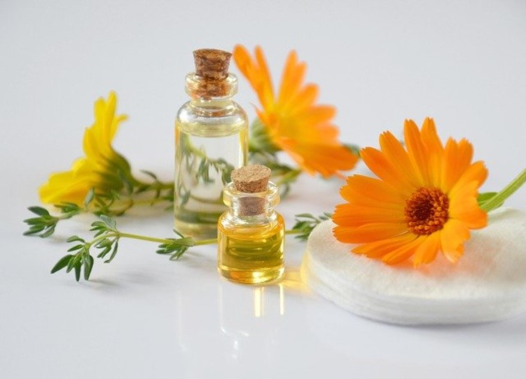Herbal oil preparation at home